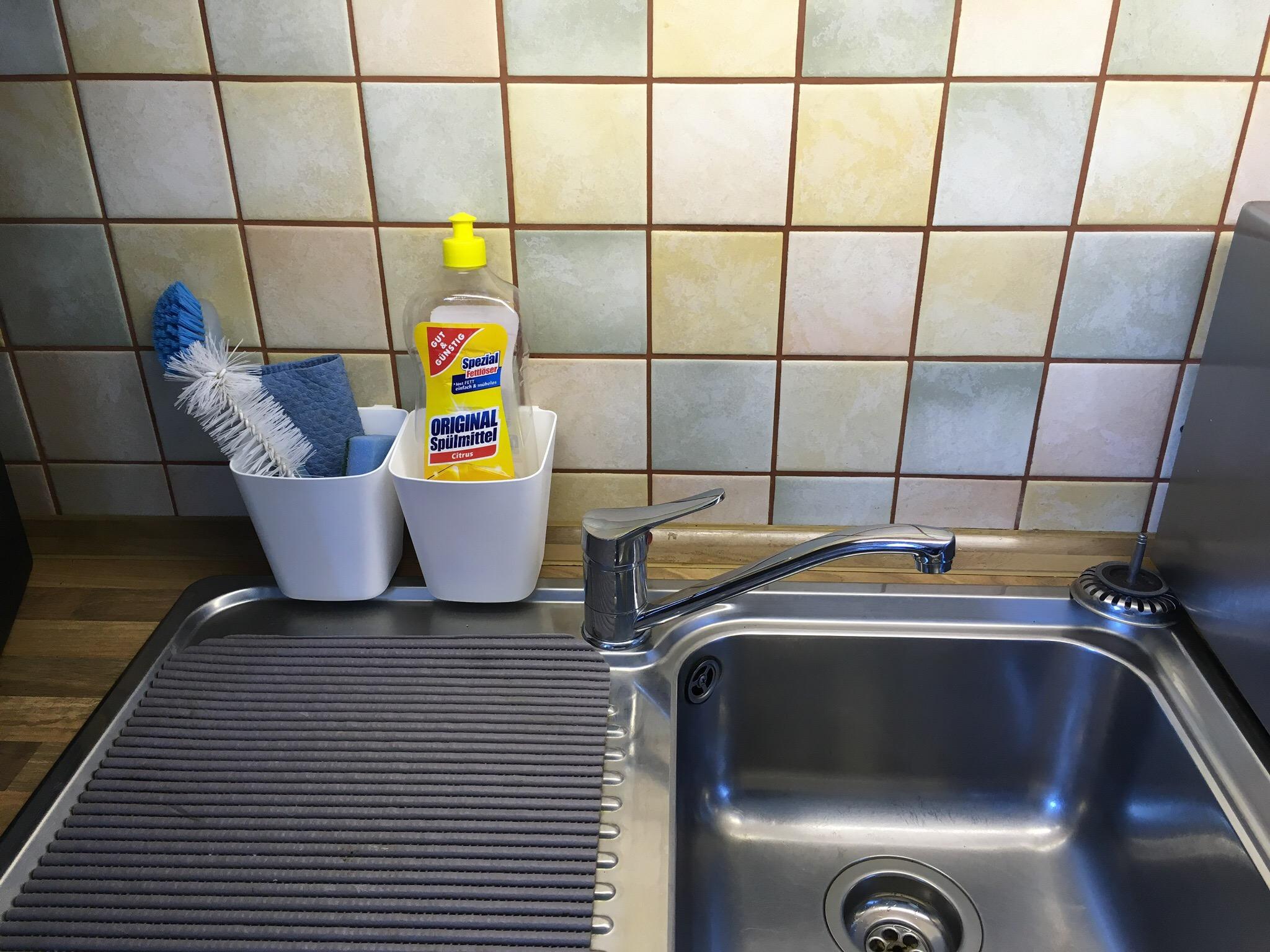 Spüle sauber aufgeräumt